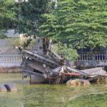 Trümmer einer abgeschossenen B-52 im Huu-Tiep-See in Hanoi, Vietnam